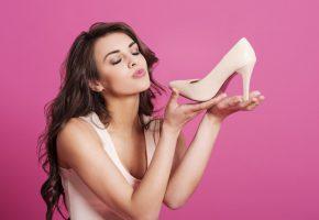 Женщины и покупки в магазинах