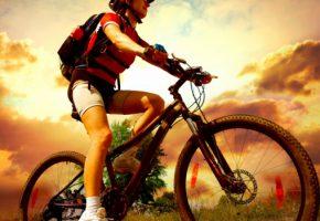 женщина и велосипед
